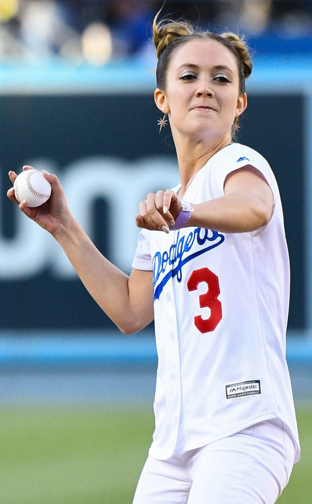 Billie Lourd Honors Carrie Fisher With Leia Hairstyle at Dodgers Star Wars Night