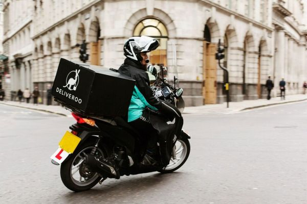 Deliveroo fattens its market presence by opening to restaurants that do deliveries