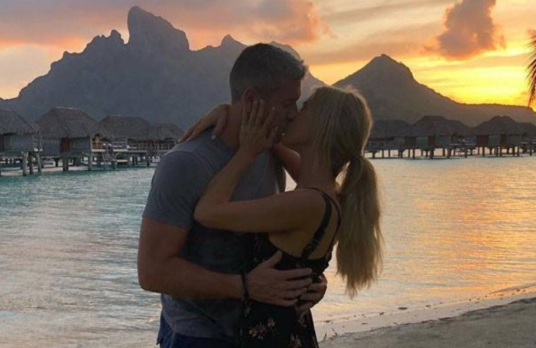 Christina El Moussa and Ant Anstead Share a Kiss During Romantic Honeymoon