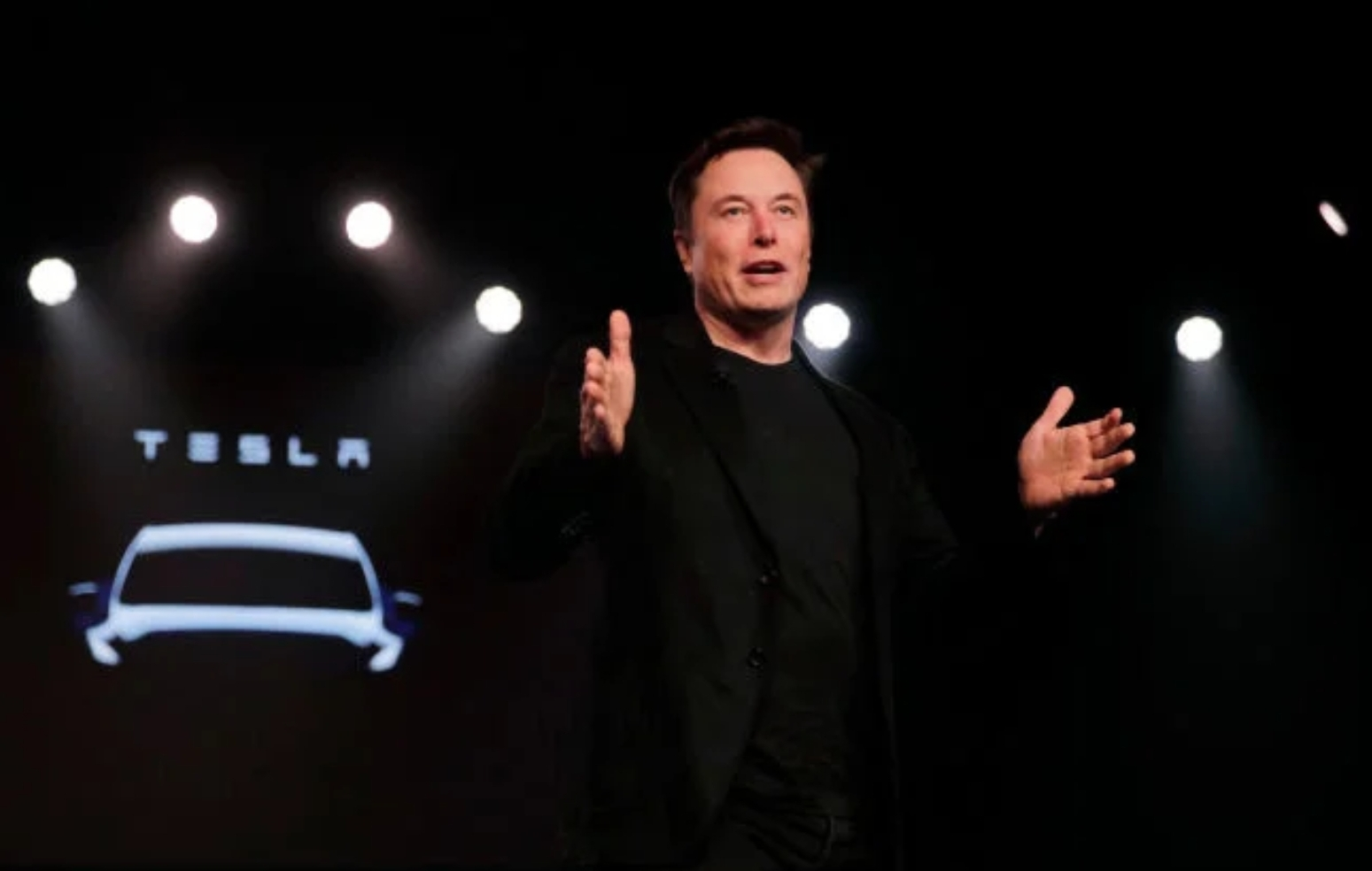 Tesla boasts its own technology in the race for the autonomous car