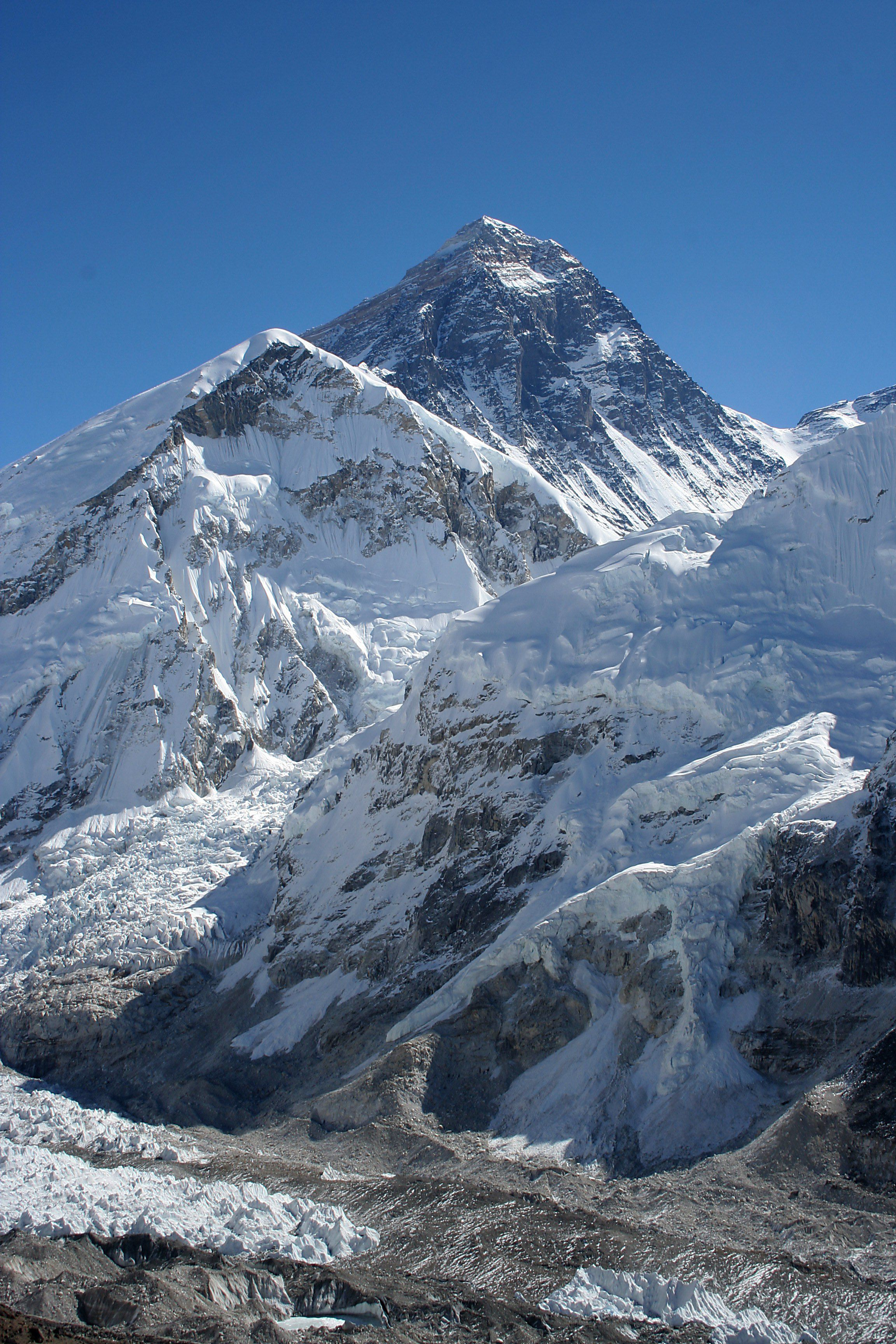 World's highest dump? Mount Everest is covered in tons of trash and dead bodies