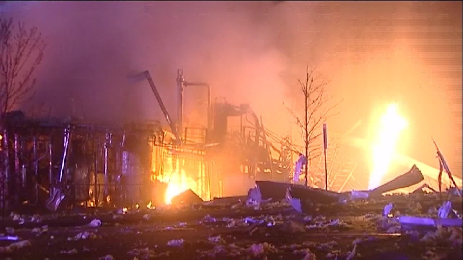 Massive Illinois plant explosion injures 4, leaves 3 missing