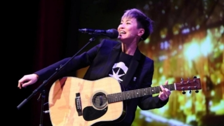 Facing Beijing, the Hong Kong singer tells US lawmakers and companies
