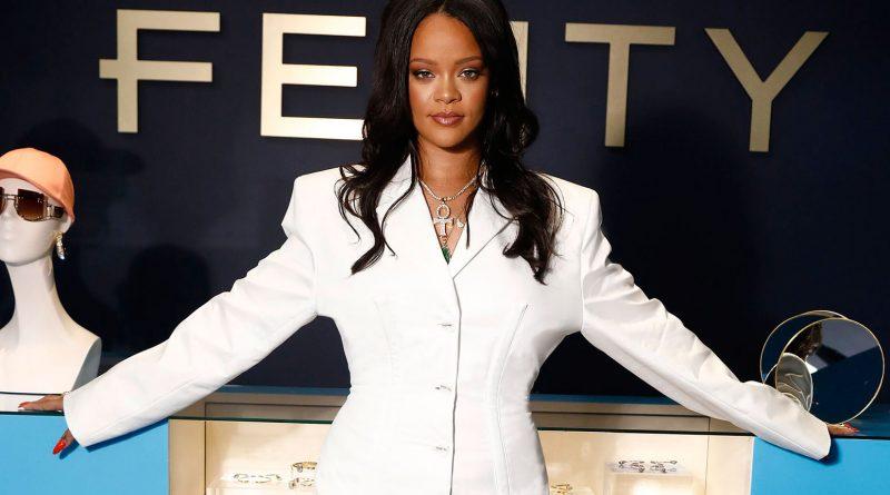 Rihanna brings fashion live to NYC