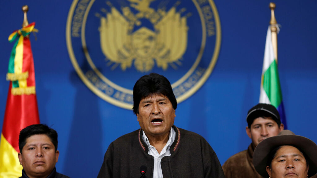 Bolivia: Evo Morales resigns the presidency of the country