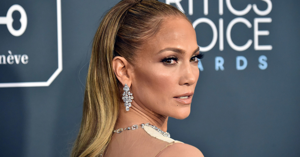 Jennifer Lopez overshadows Shakira and steals Super Bowl ad