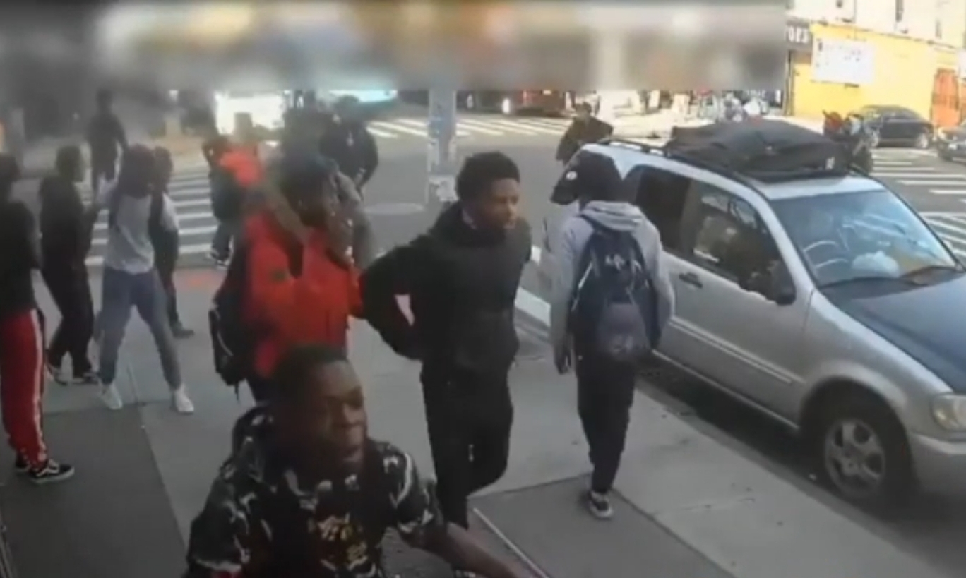 15-year-old girl is brutally attacked by a group of young people in Brooklyn