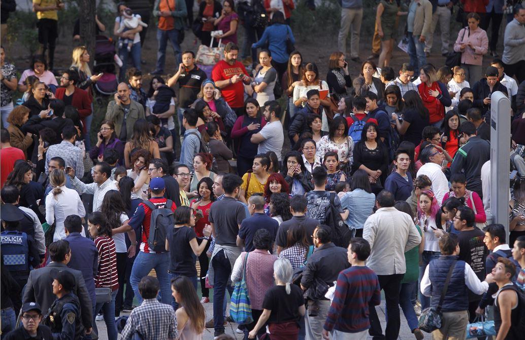7.4 magnitude earthquake hits southern Mexico, tsunami threat follows