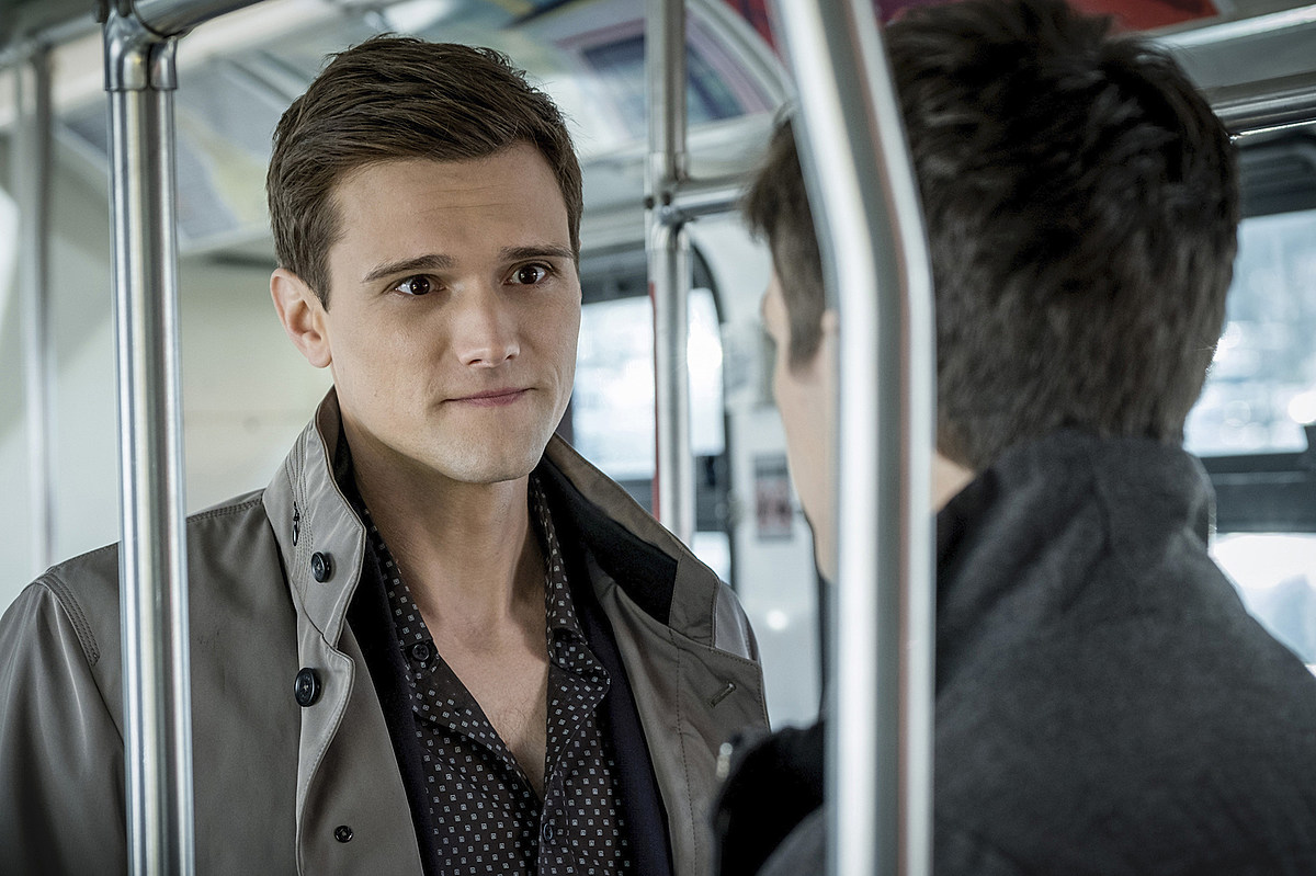 'The Flash' actor fired for racist, misogynist tweets