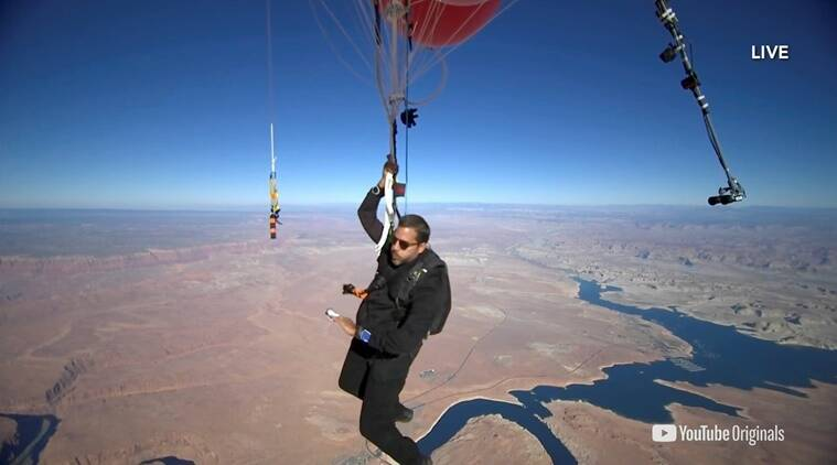Illusionist David Blaine floats over Arizona desert with helium balloons