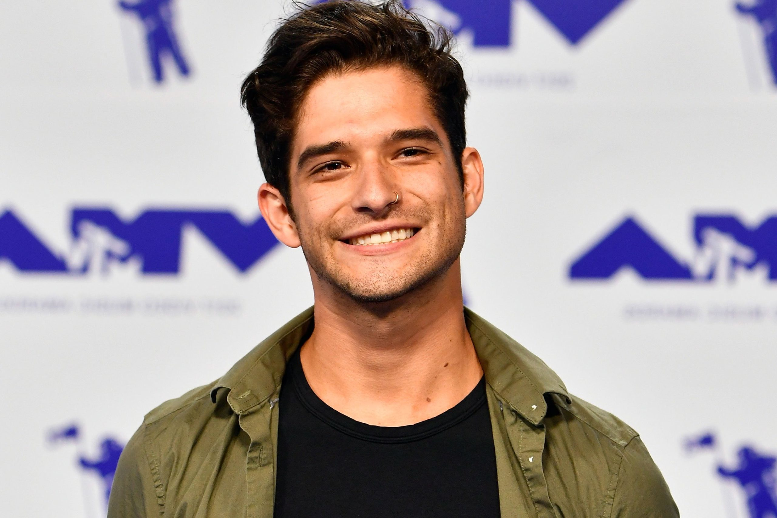 'Teen Wolf' star Tyler Posey announces OnlyFans debut with nude guitar video
