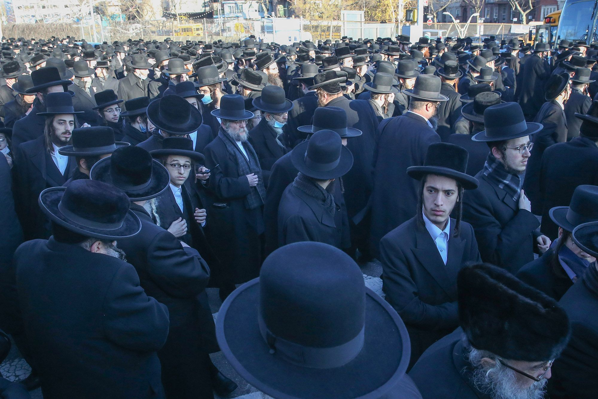 NYC synagogue foiled over giant wedding succeeds in holding jam-packed funeral