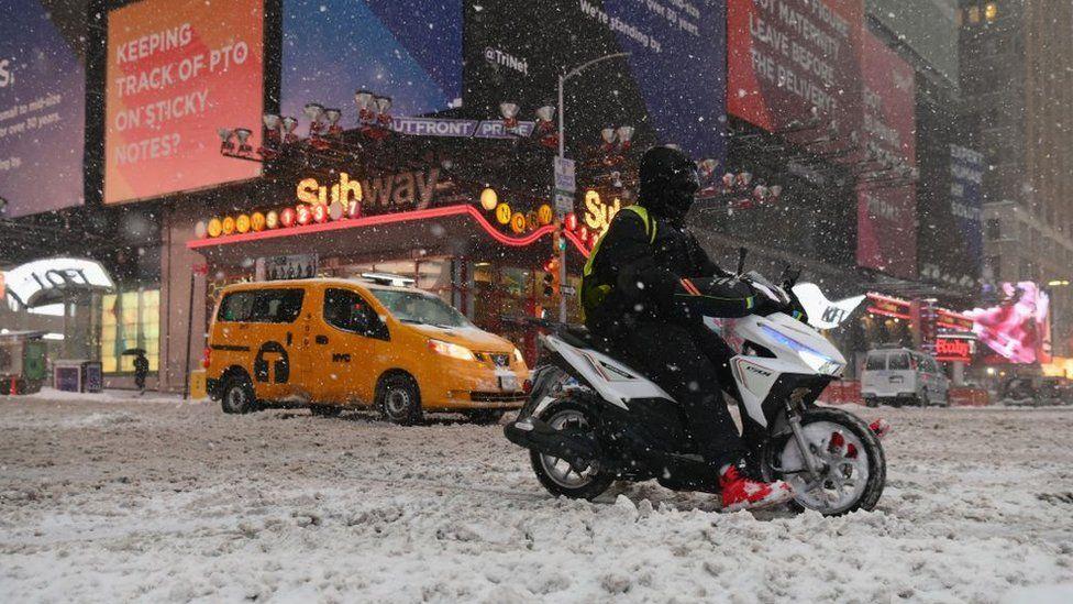 Huge snowstorm hits US east coast