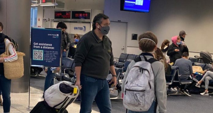 Ted Cruz spotted boarding flight to Cancun amid Texas power outage