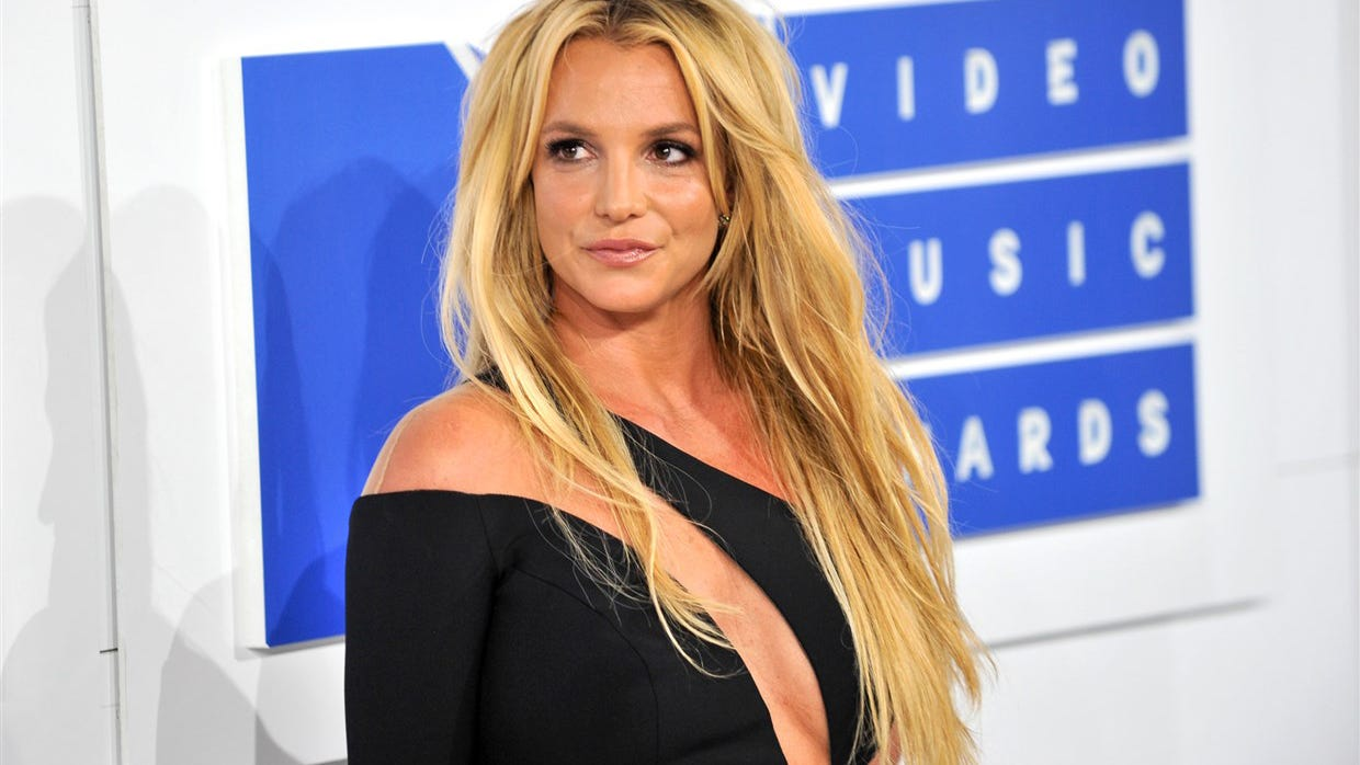 "Britney Spears Would Reportedly ""Like to Tell Her Story,"" But Isn't Ready to Do a Tell-All Oprah Interview Just Yet"