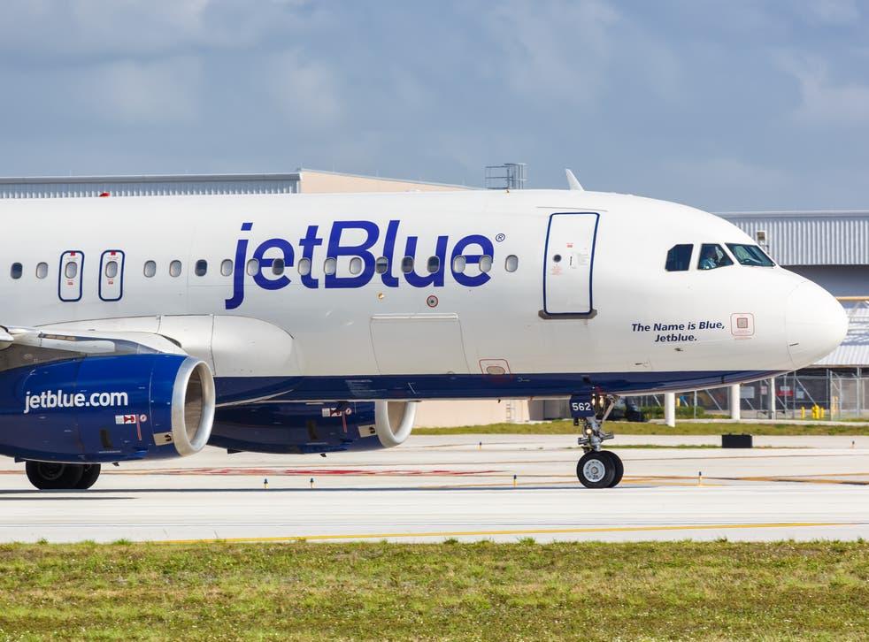 Jetblue passenger attempts to storm cockpit
