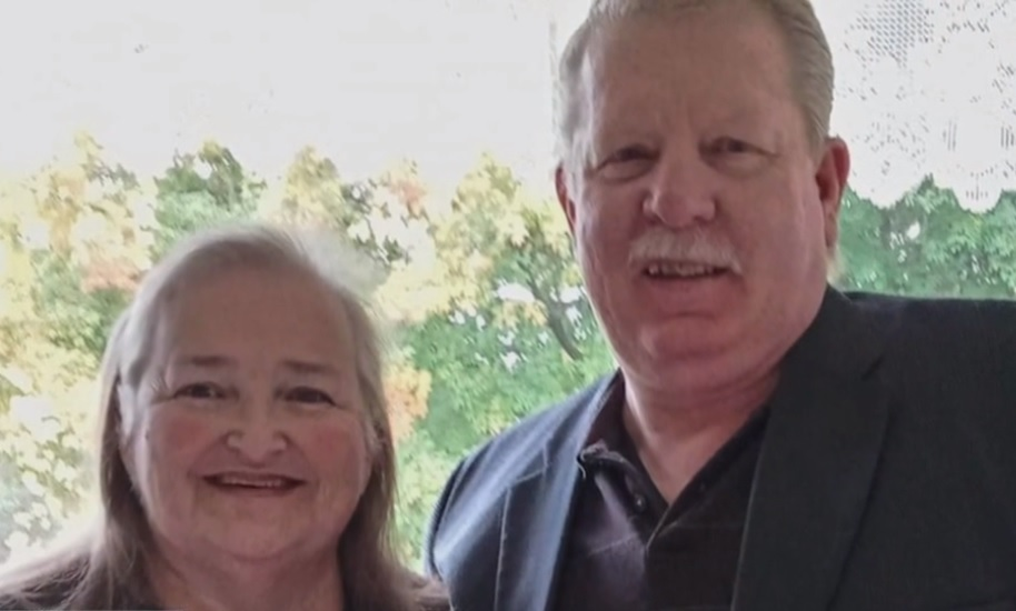 Fully vaccinated couple dies from COVID-19 a minute apart while holding hands
